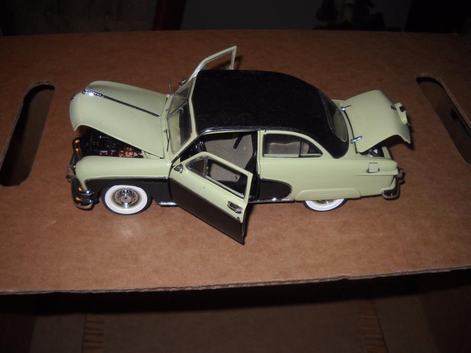 DANBURY MINT**1950 FORD CRESTLINER 1/24 NO BOX --ULTRA RARE--GREEN -AWESOME