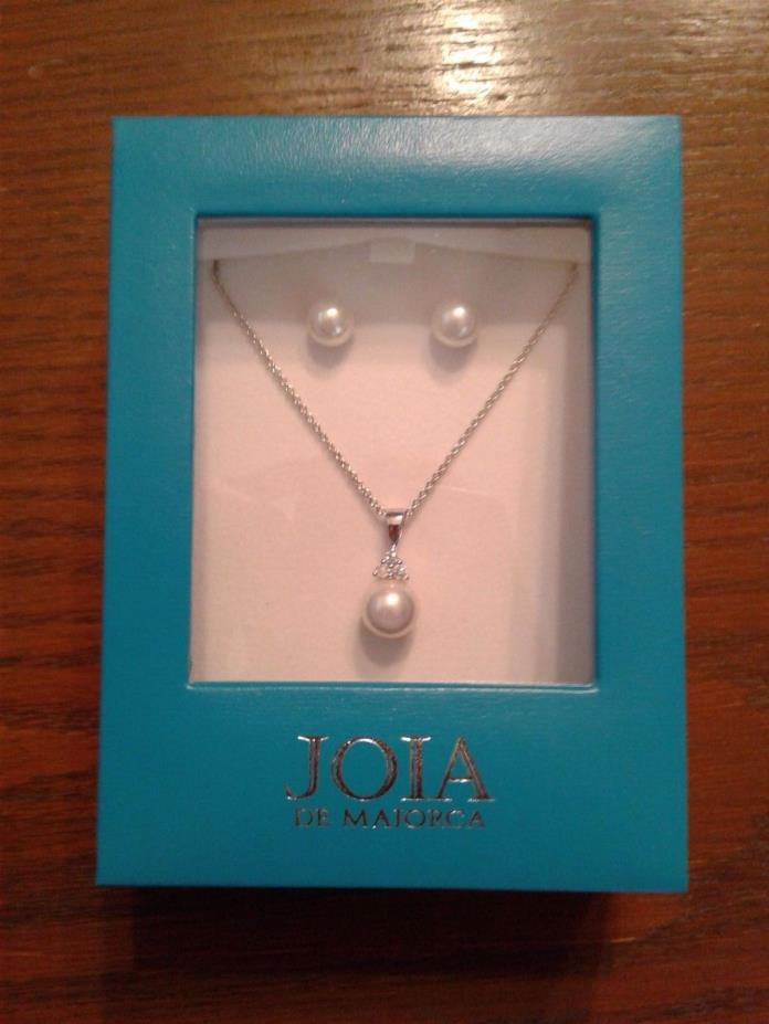 JOIA de Majorca CZ and white pearl pendant and earring set