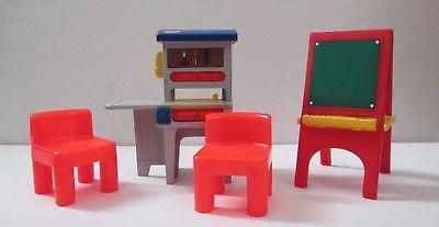 Little Tikes Dollhouse Size Workbench Red Chairs and Art Easel Furniture