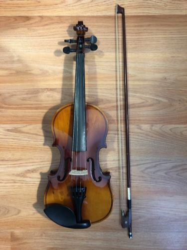 Pre Owned And Used Childrens 1/2 Sized Violin