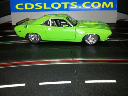 SLOT CAR 1:24 Car /Dodge CHALLENGER 1970/ 30K BIG BLOCK , 4 alum wh. with insert