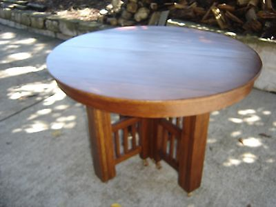 Antique Quarter-Sawn Oak Arts & Crafts Round Table  45