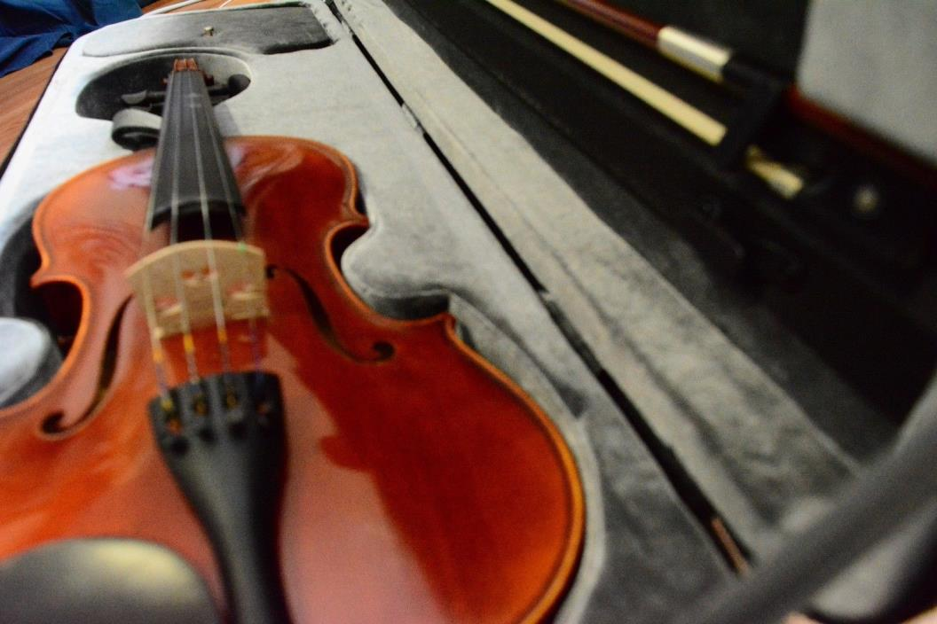 Yamaha full sized high quality, pre owned, slightly used violin, case and bow