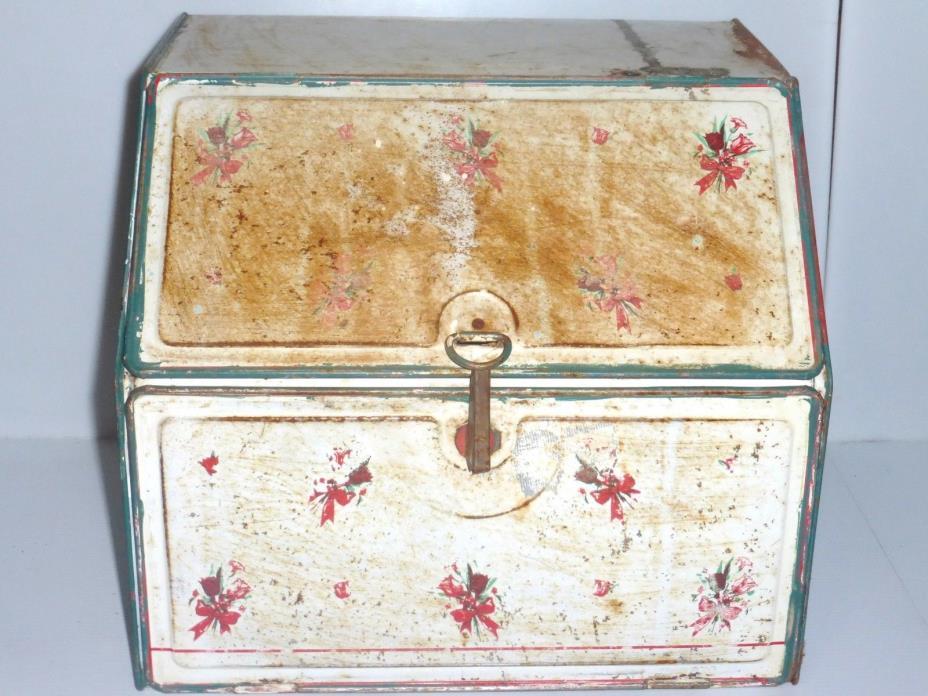 *A010218 Rusty Old BREAD BOX Metal Bread Box Original Bread Holder STORAGE BOX