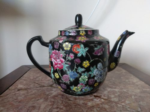 Chinese porcelain teapot vintage