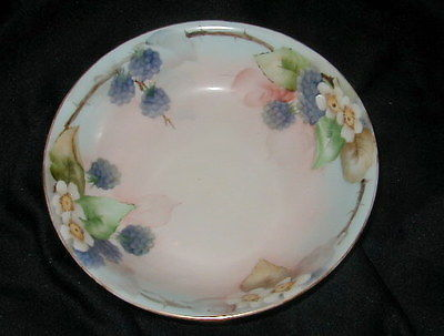 OLD HUTSCHENREUTHER, BAVARIA, GERMANY PORCELAIN HAND PAINTED BOWL, BERRIES!