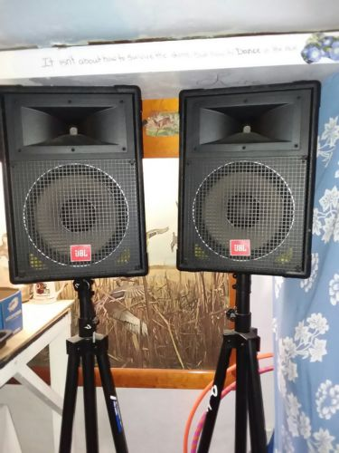 TWO JBL PA SPEAKERS MODEL MR822 with STANDS