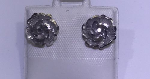 18k Solid White Gold Diamond Cut Cute Rose Stud Earring.18k Stamped On Backing