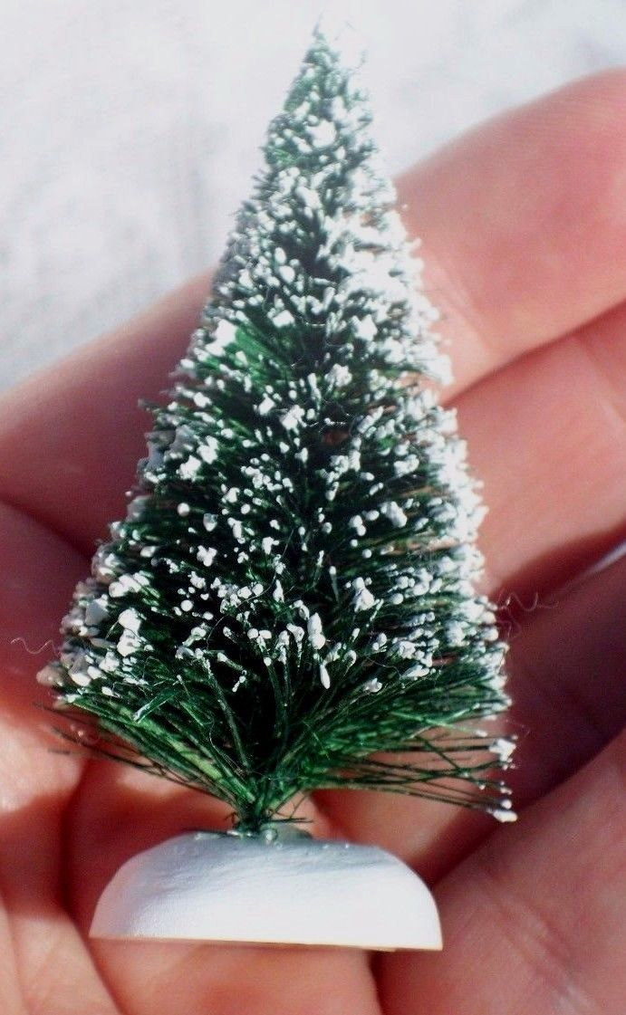 VINTAGE DEPARTMENT 56 VERY SMALL BOTTLE BRUSH CHRISTMAS TREE DECORATION