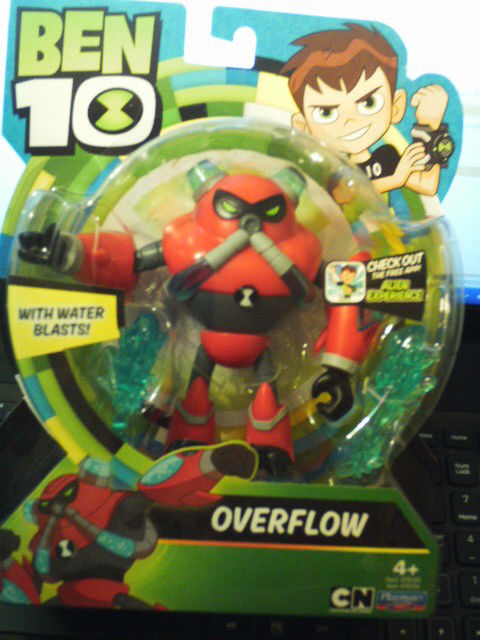 2017 PLAYMATES ITEM # 76105~BEN 10 OVERFLOW W/WATER BLASTS!~NEW IN PACKAGE