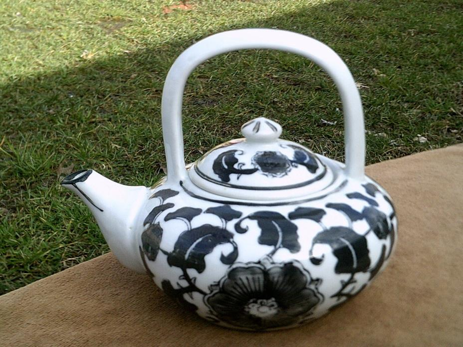 Black and White Tea Pot 24 oz. - Made in China -