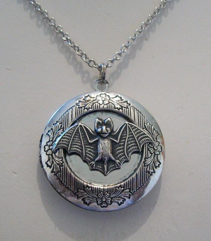 Gargole VAMPIRE BAT Silver Pltd VINTAGE LOCKET Necklace Gothic Dracula Halloween