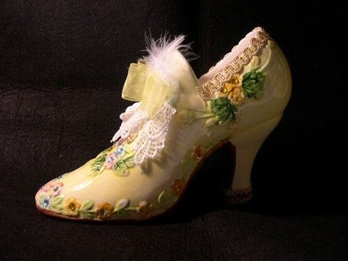 YELLOW CERAMIC   FLORAL / LACE / RIBBON   DECORATIVE  SHOE VASE /  DECOR