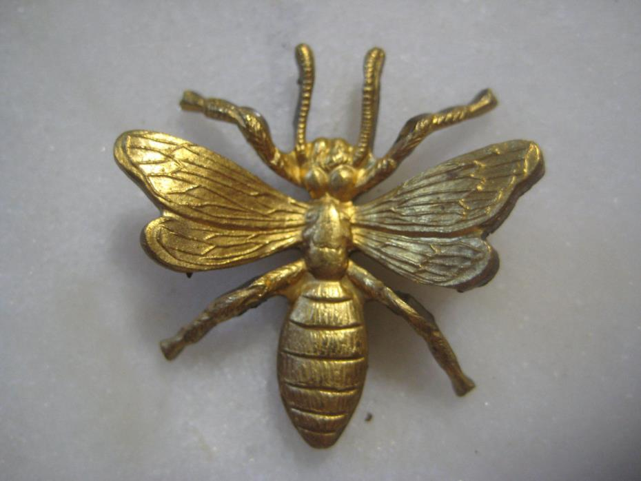 1 Vintage Honey Bee: Three Dimensional Flying Insect, Raw Brass Finding, 27x26mm