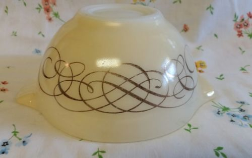 Vintage Pyrex Cinderella Golden Scroll 1-1/2 Pt Mixing Bowl #441 Promotional 59'