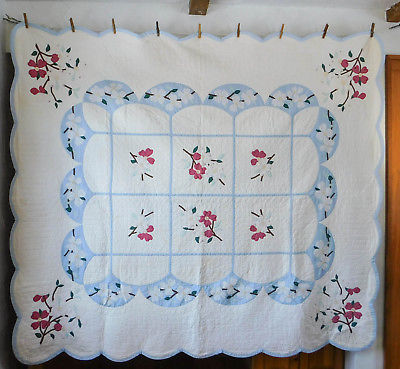 Beautiful Vintage Dogwood Flower Quilt White Blue Red Excellent 75 x 86