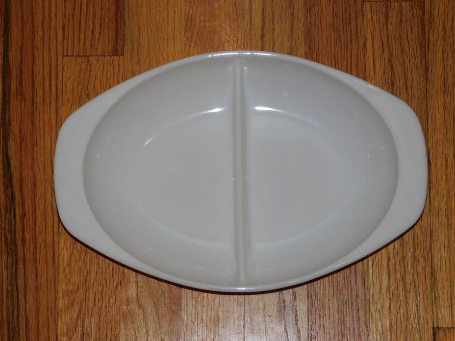 Vintage Pyrex 1063 Oval Divided Serving Dish 1.5 Qt.