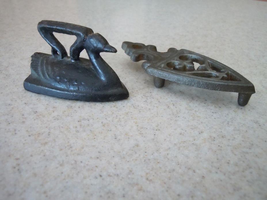 Vintage Miniature Duck Cast Iron Sad Iron w/ Trivet  Stamped