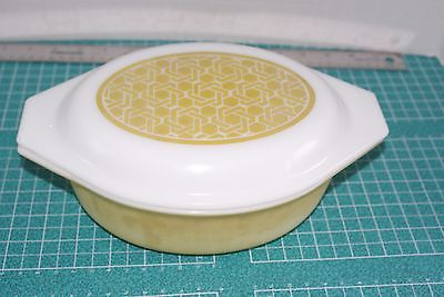 Vintage PYREX Casserole Dish Wicker Weave with Lid # 043, 1 1/2 Qt