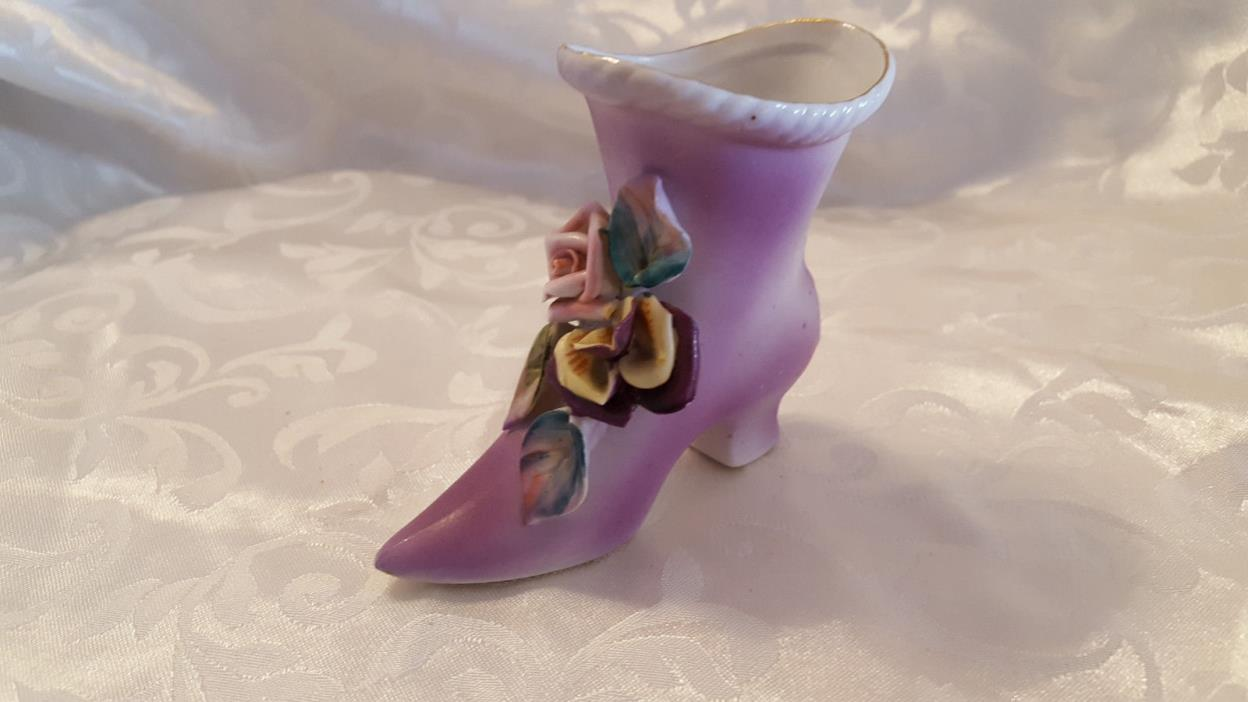 UCAGCO Purple shoe figurine # 3177