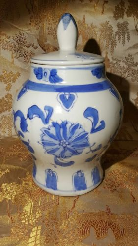 Chinese Blue and White Porcelain Ginger Jar 7½