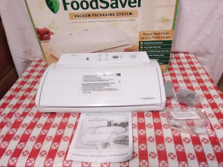 FoodSaver Vacuum Sealer Model V2440 White Food Sealer System No Bags   (8)