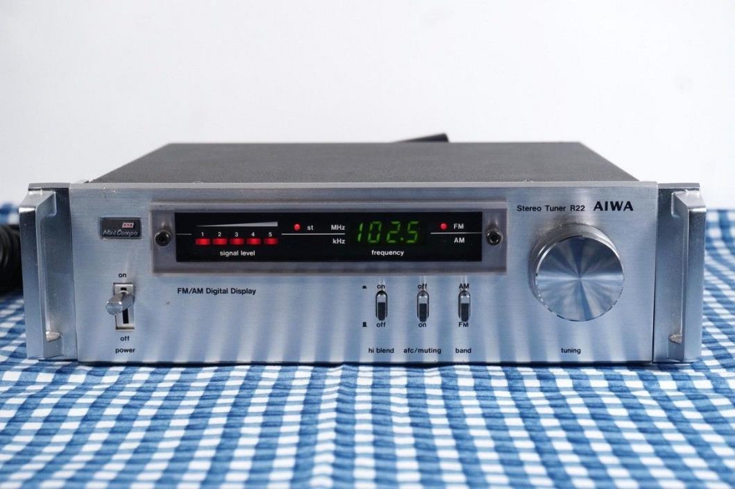 AIWA R 22 Stereo Tuner Mini Compo With Rack Handles AM FM Digital Display WORKS