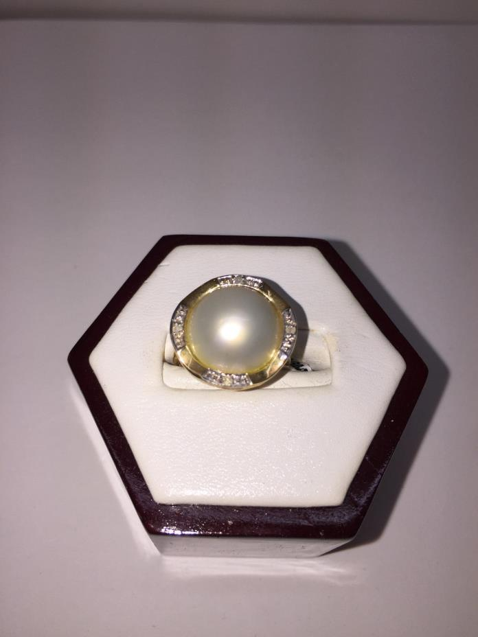 14Kt Gold Mabe Pearls With Diamonds Ring