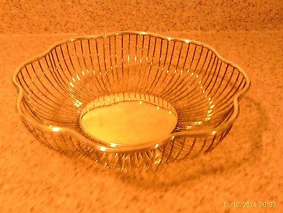Silver-Plated Scalloped-Edge Wire Fruit Bowl or Bread Basket - 10