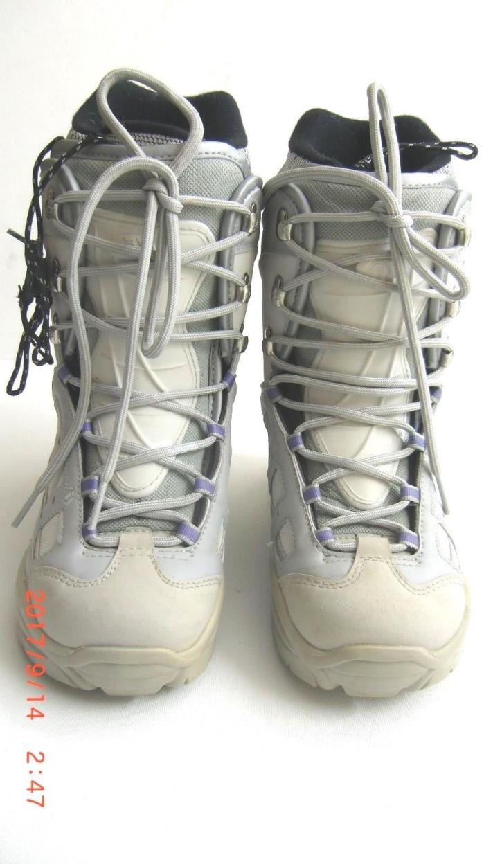 NORTHWAVE FREEDOM W. IMPACT WHITE/GRAY Snowboard Boots Ladies size 5 or 6
