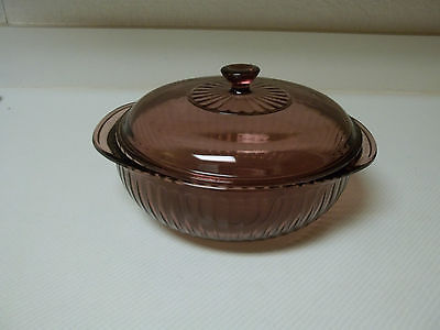 Pyrex Cranberry 2 Quart Casserole with Lid ~ Ribbed