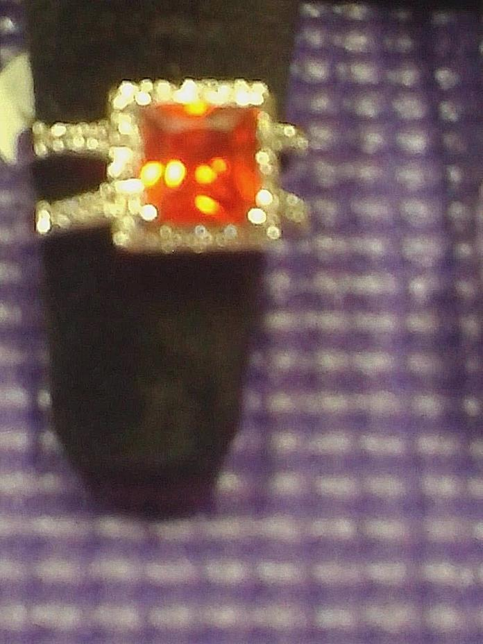 CANADIAN WHITE  TOPAZ AND STERLING SILVER RING SIZE 9 RED GARNET.NEW