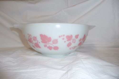 Vtg Pyrex Mixing Nesting Bowl 443 2.5 QT Quart Gooseberry Pink White Cinderella