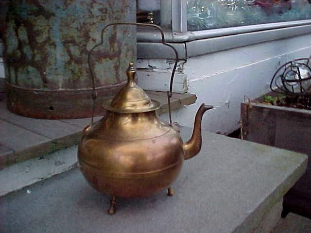 ANTIQUE BRASS ORIGINAL PATINA FOOTED HINGED HANDLE GOOSENECK TEA KETTLE TEAPOT