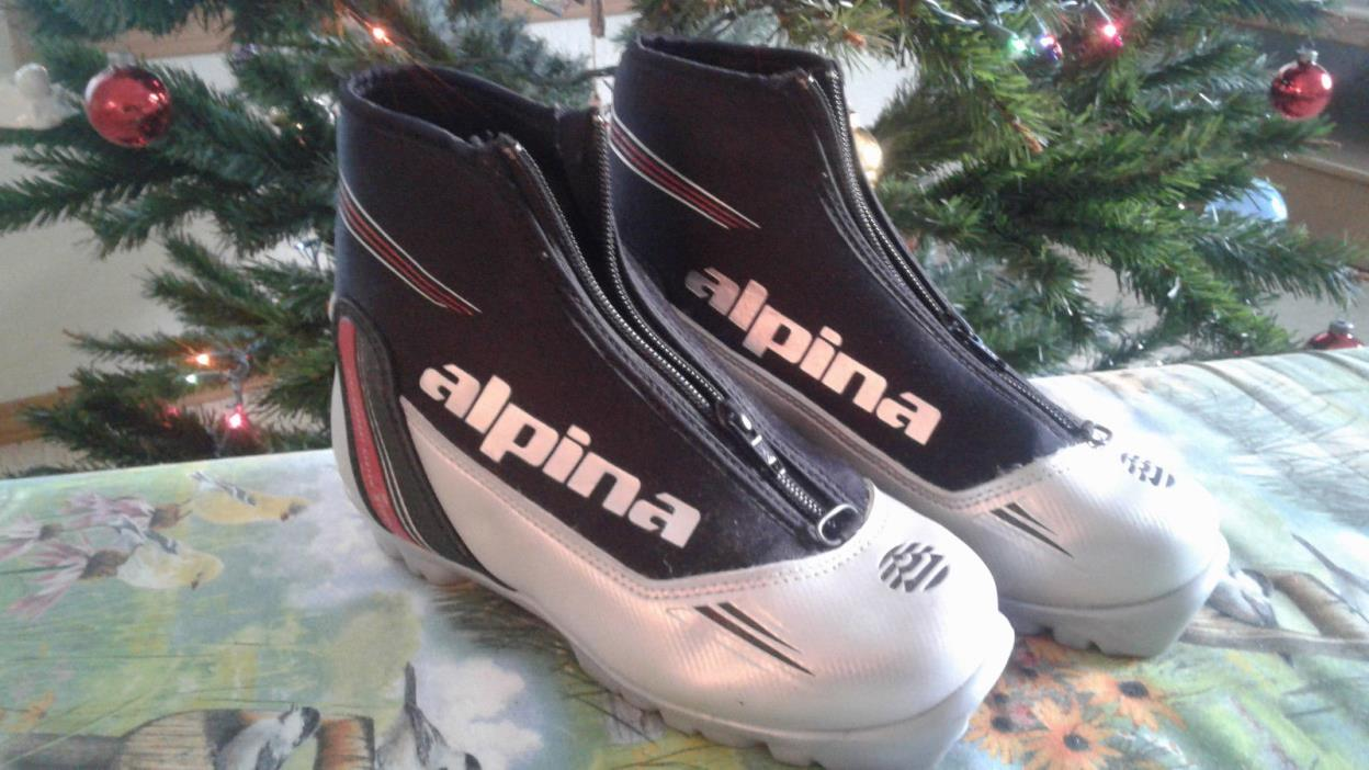 alpina cross country ski boots, size 35 ( 3 1/2 US size)