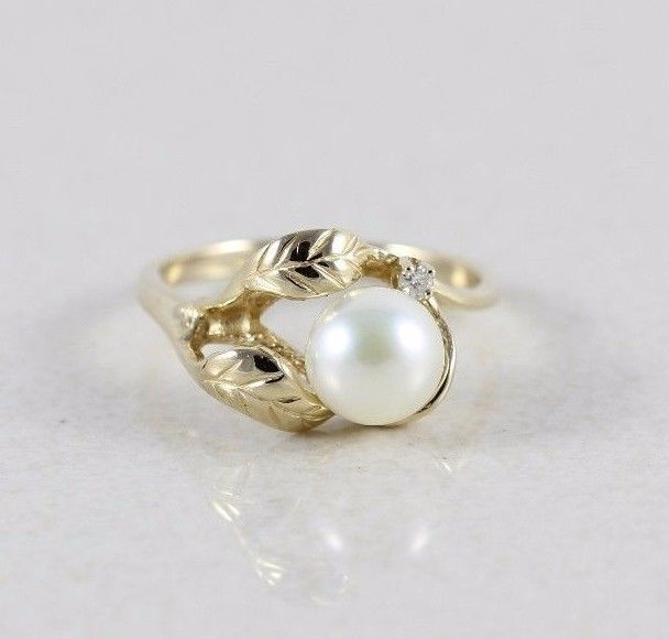 14k Yellow Gold Pearl and Diamond Ring Size 8 1/4