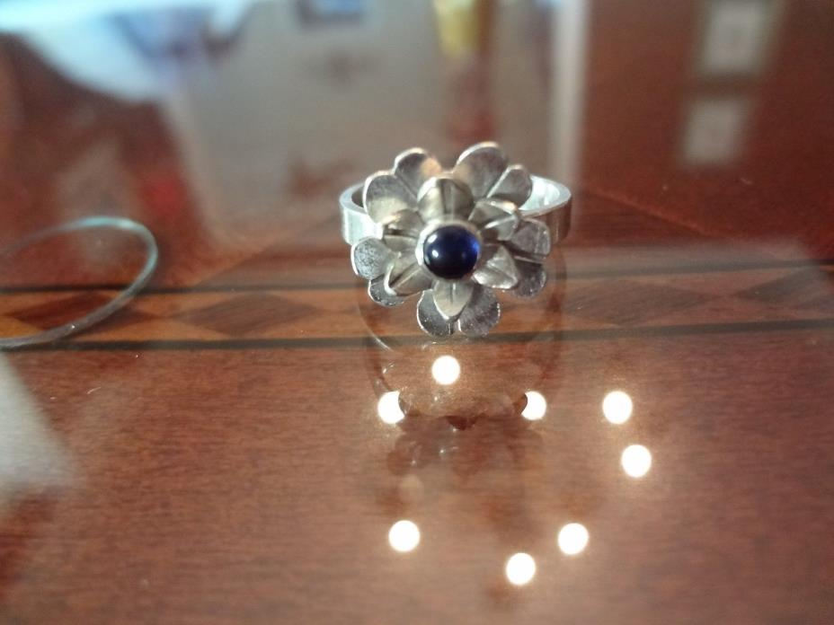 #244-VINTAGE STERLING SILVER FLOWER RING WITH STONE--SIZE-5.5----NICE