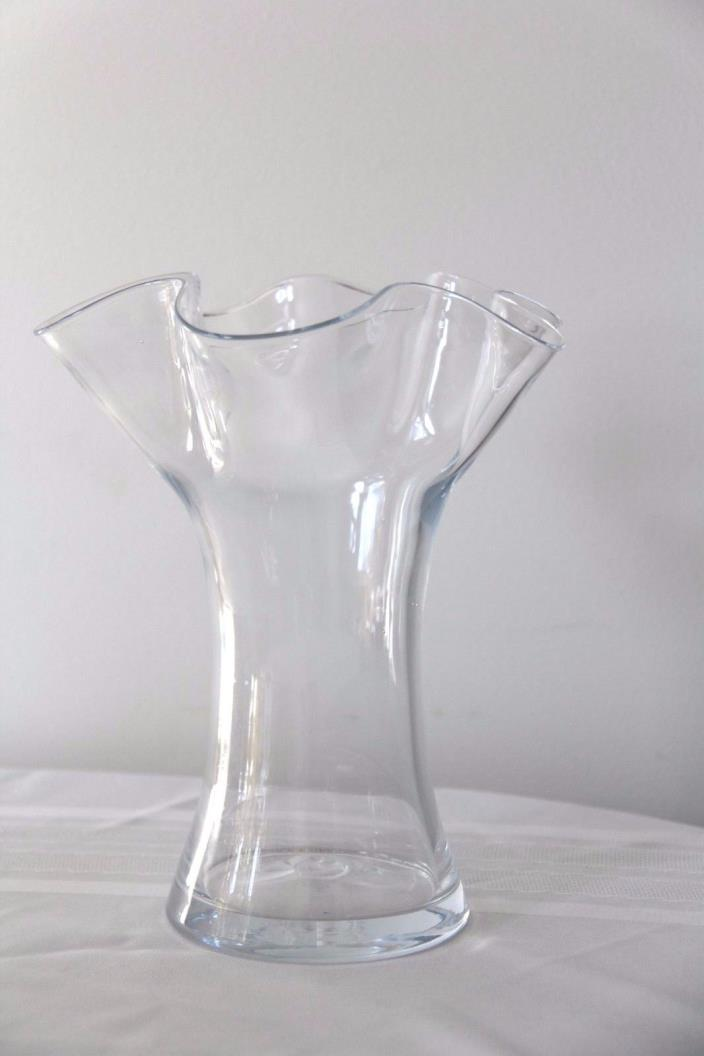 CLEAR GLASS VASE WITH RUFFLE 9