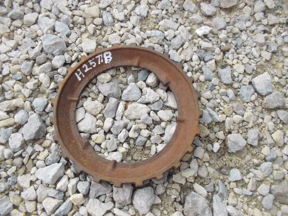1 USED  H2577B STEEL / CAST IRON John Deere PLANTER Bean Seed PLATE H 2577 B