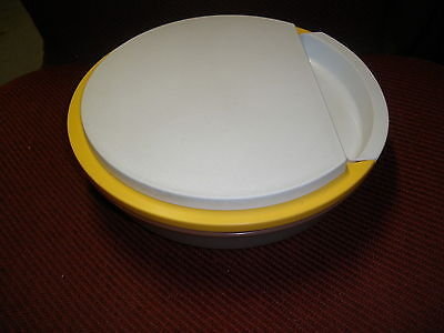 Tupperware Made In USA 2 Quart Round Storage Container grader 1831-2