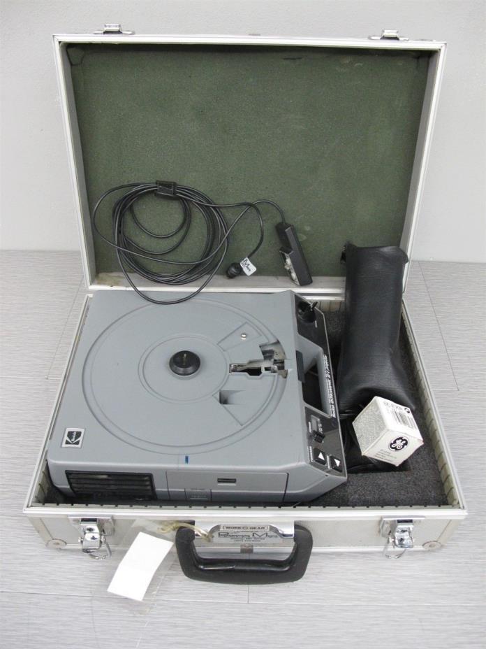 Kodak Ektagraphic III E Slide Projector w/Lens, Remote and Hard Case