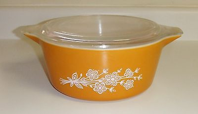 962~Vintage Pyrex Butterfly Gold Cinderella Nesting Bowl With Lid 2.5 Qt**