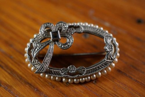 Antique 10k white gold oval pin brooch seed pearls and sapphire in bow 2.6g