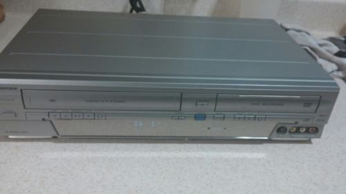 Emerson EWR20V4 DVD-RW/R Recorder VCR Combo