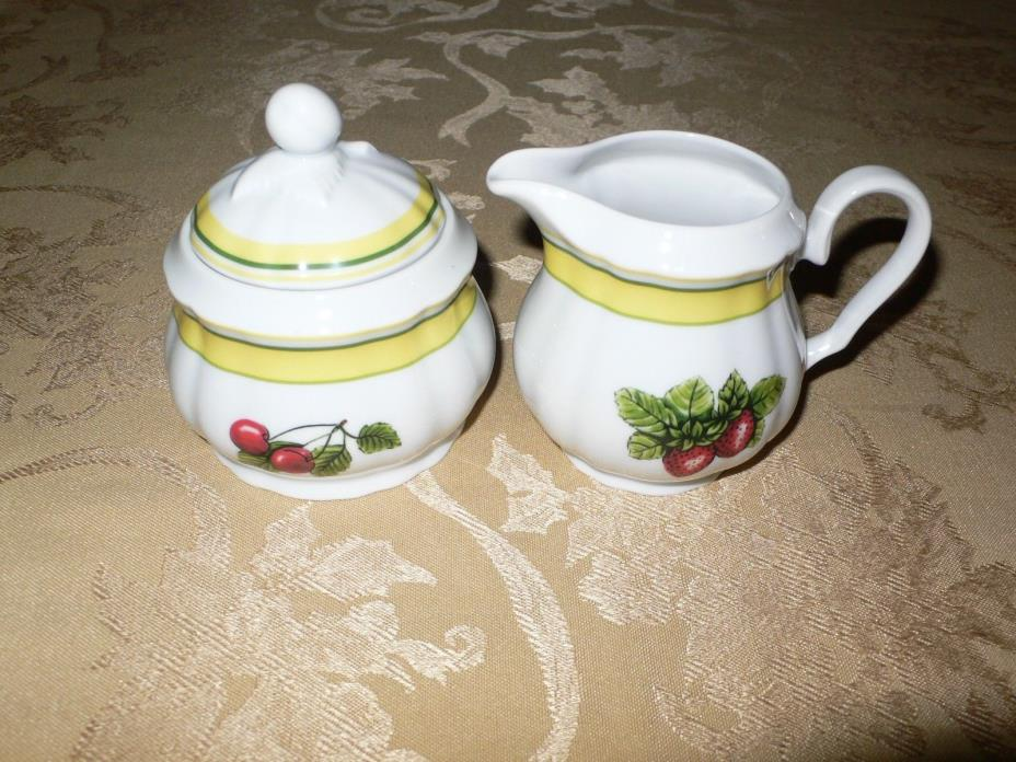 THUN VAL ST. LAMBERT CZECH REPUBLIC CHERRIES GRAPES STRAWBERRIES CREAMER & SUGAR