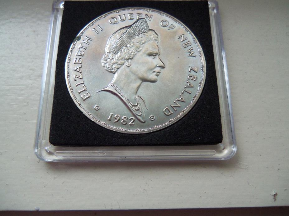 Elizabeth II Queen of New Zealand one dollar silver coin 1982