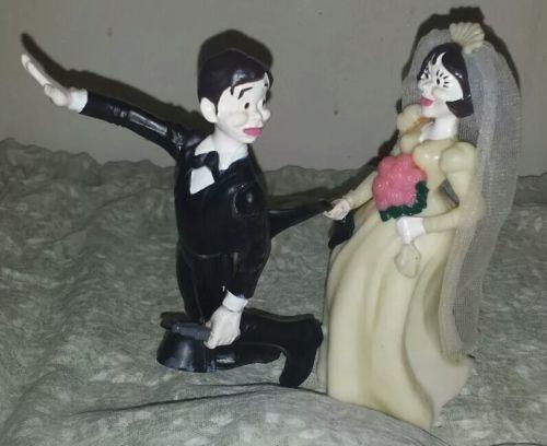 Vintage~1972 Wilton~Bride & Runaway Groom ~Humorous Wedding Cake Topper