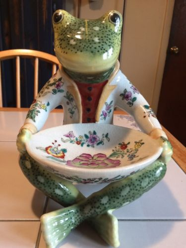 Vintage Chinese Hand Painted Porcelain Frog With Bowl Unknown Seal