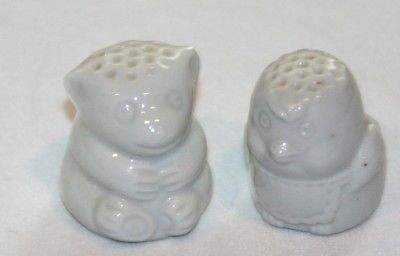 2 Vintage Thimbles Bear Bird White porcelain
