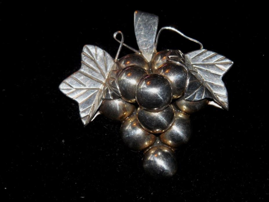 VINTAGE 925 STERLING SILVER GRAPE BROOCH OR PENDANT 28 GRAMS MADE IN MEXICO